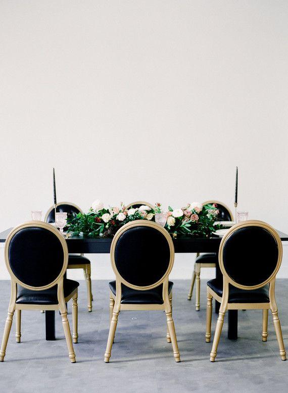 Preto e dourado na decoração de casamento em casa
