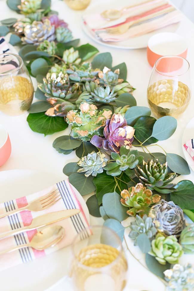Mesa de festa decorada com suculentas