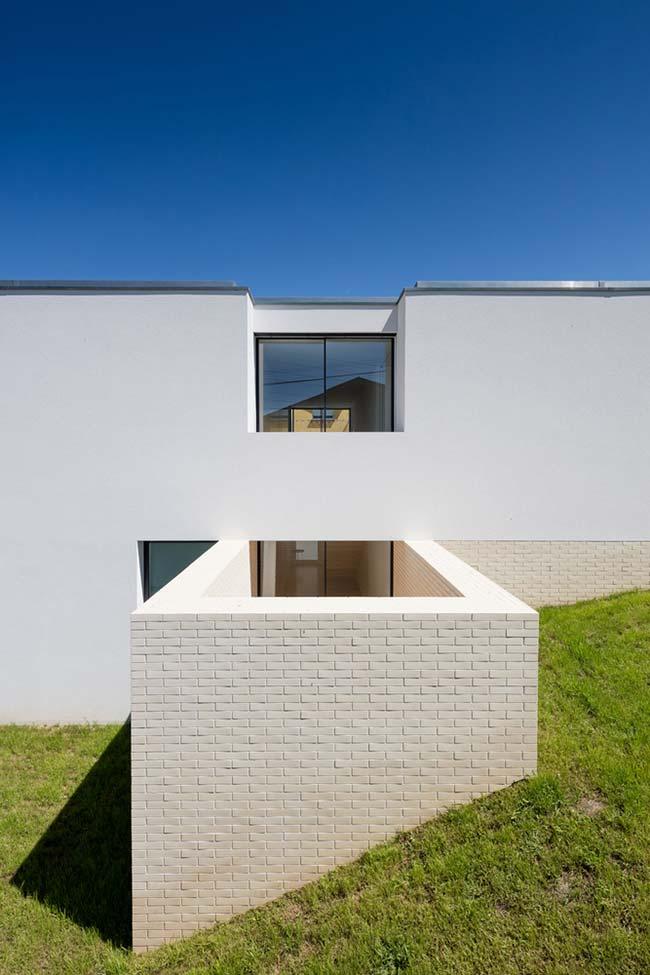 Muro de arrimo feito com blocos de concreto