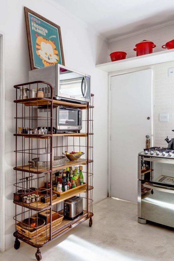 Cimento queimado branco no piso da cozinha; mix entre o rústico e o moderno