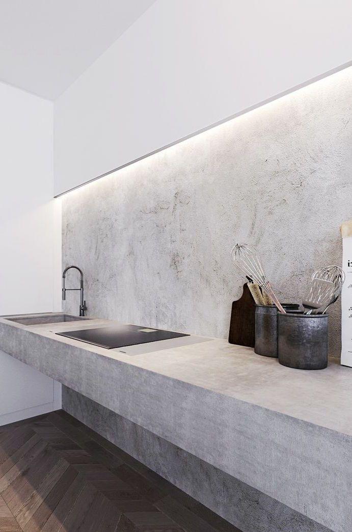 Cozinha minimalista ganhou destaque com a parede de cimento queimado branco