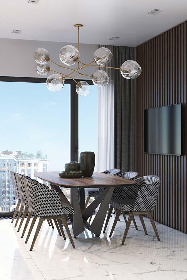 Para combinar com a decor neutra e sóbria: um conjunto de três peças sobre a mesa