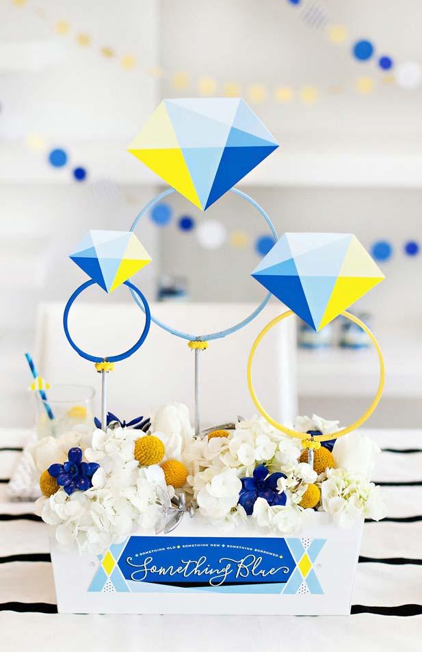 Um tanto inusitadas, as cores amarelo, azul e branco formam a decoração dessa festa de noivado simples