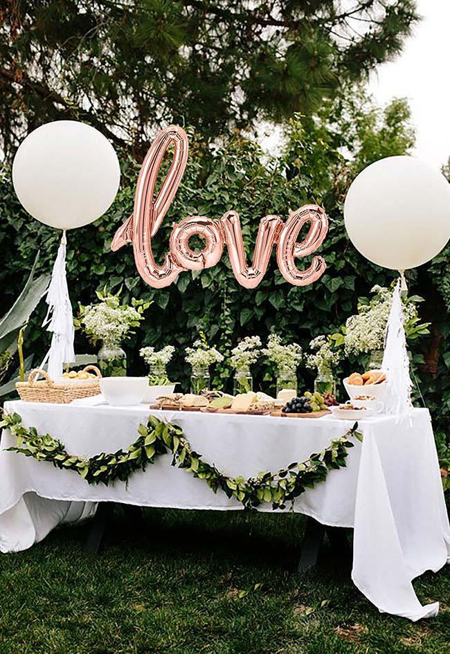E de novo eles, os balões! Mostrando que é possível fazer uma festa de noivado simples e linda gastando pouco