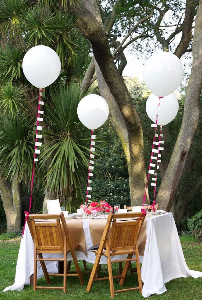 Festa de noivado simples ao ar livre