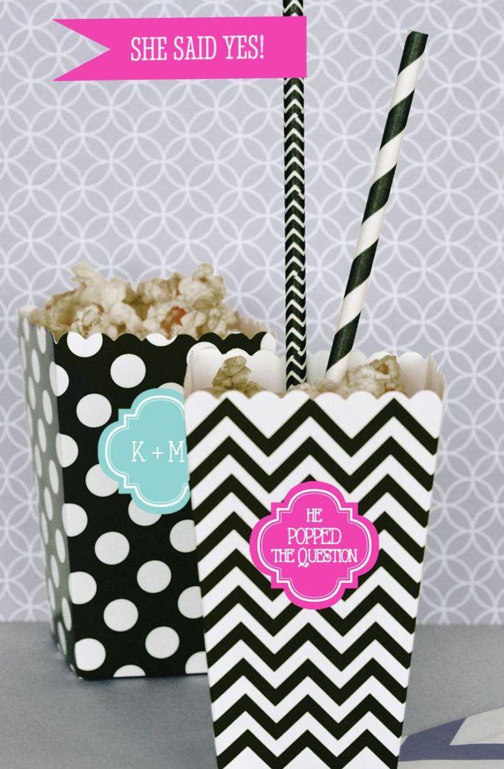 Festa de noivado simples: pipocas servidas em embalagens personalizadas
