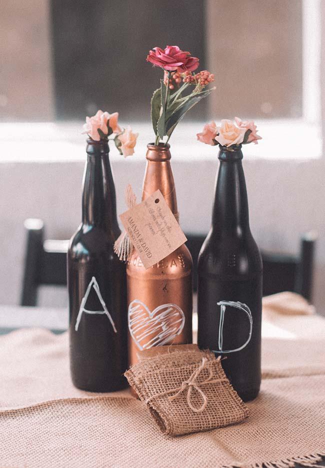Decoração com materiais reciclados para a festa de noivado simples