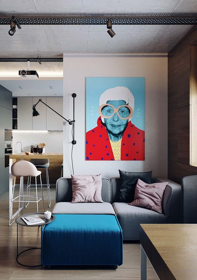 Sala de estar decorada com quadro ao estilo Pop Art