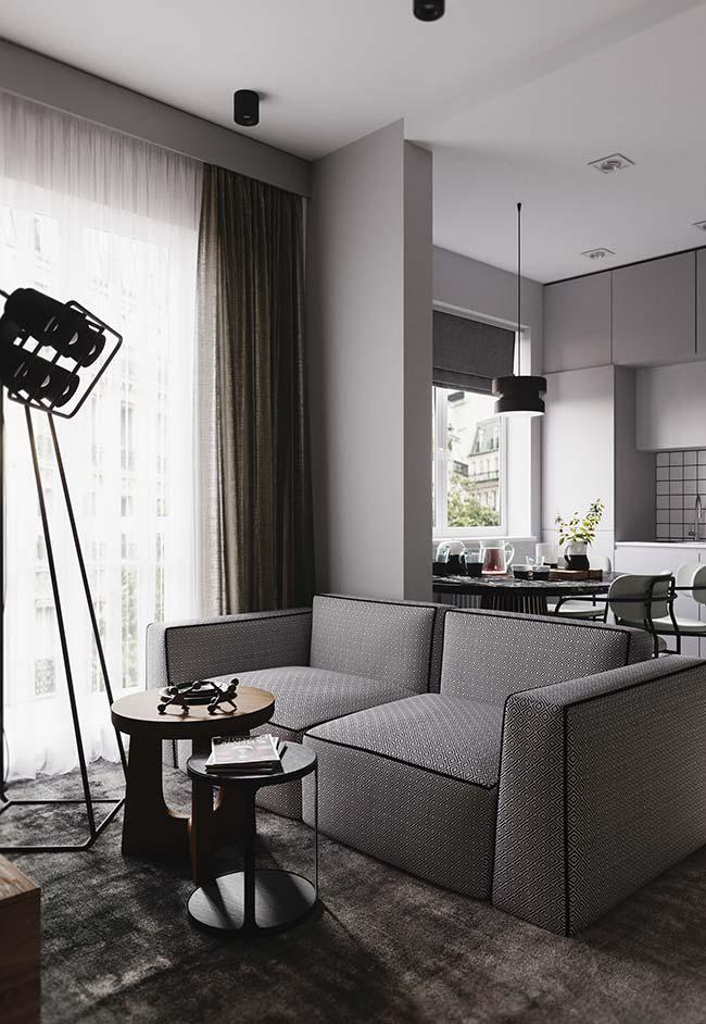 Sala de estar pequena decorada com mesa de centro