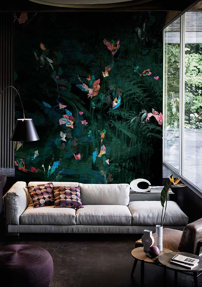 Sala de estar decorada em tons neutros