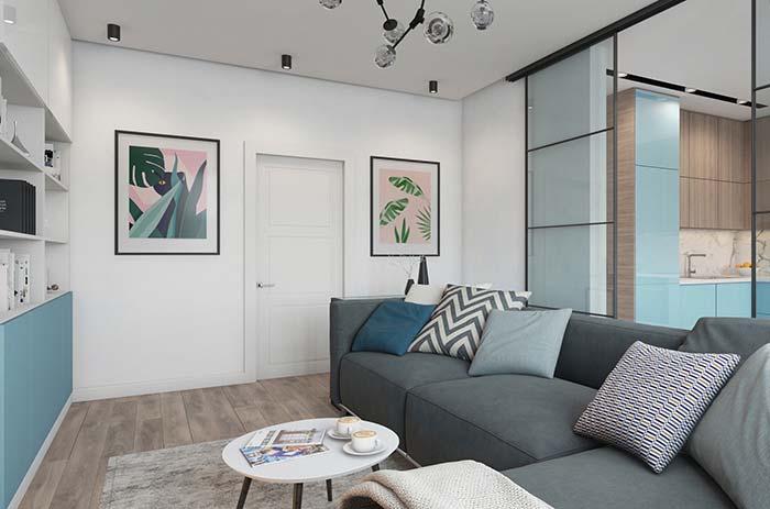 Uma sala de estar decorada pequena, moderna, jovial e descontraída
