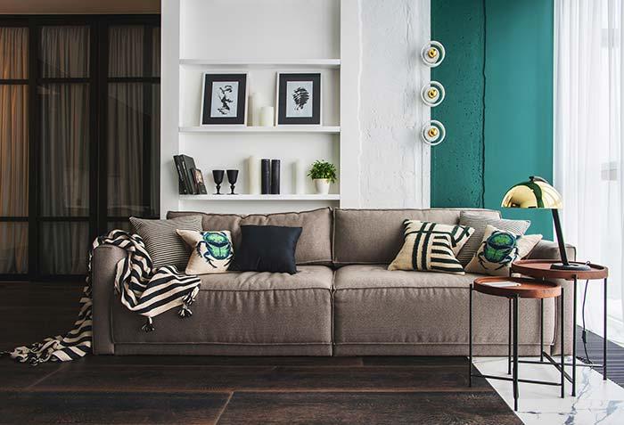 Sala de estar decorada: para um chão escuro, uma parede clara