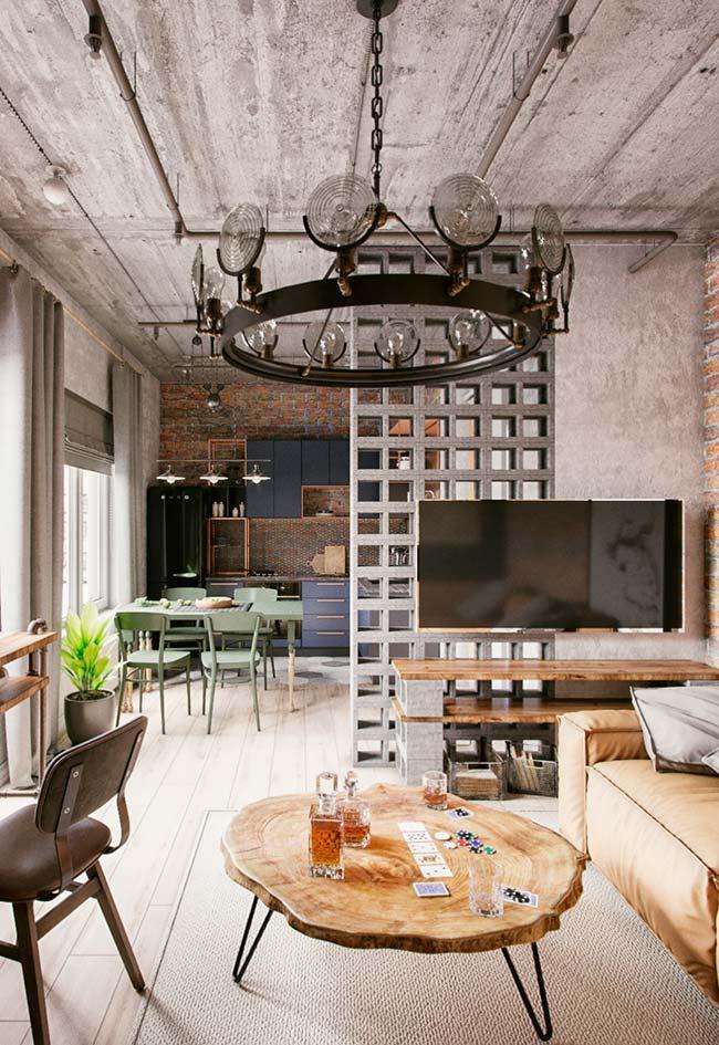 Ambiente integrado entre sala de estar, jantar e cozinha apostou em um mix de estilos para decorar