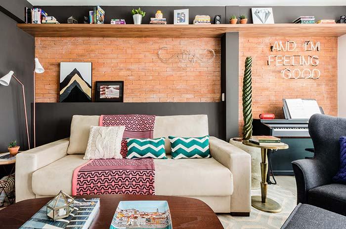 Para colorir e manter o equilíbrio ao mesmo tempo, aposte nas cores complementares na sala de estar decorada