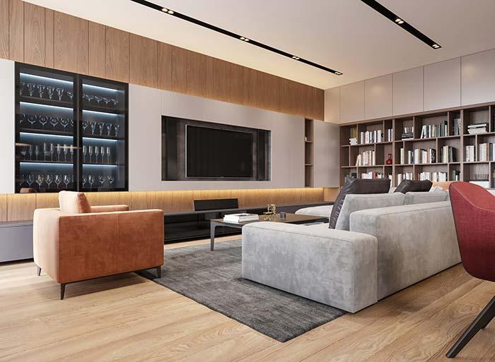 O espaço para taças foi valorizado dentro do painel da sala de estar decorada