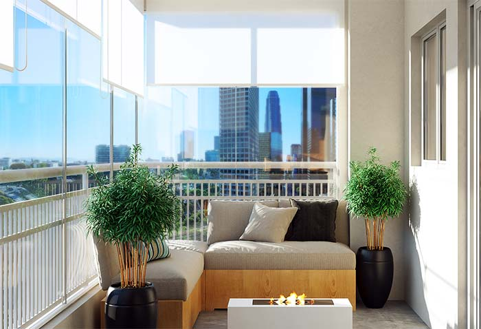 Vasos na varanda de apartamento decorado
