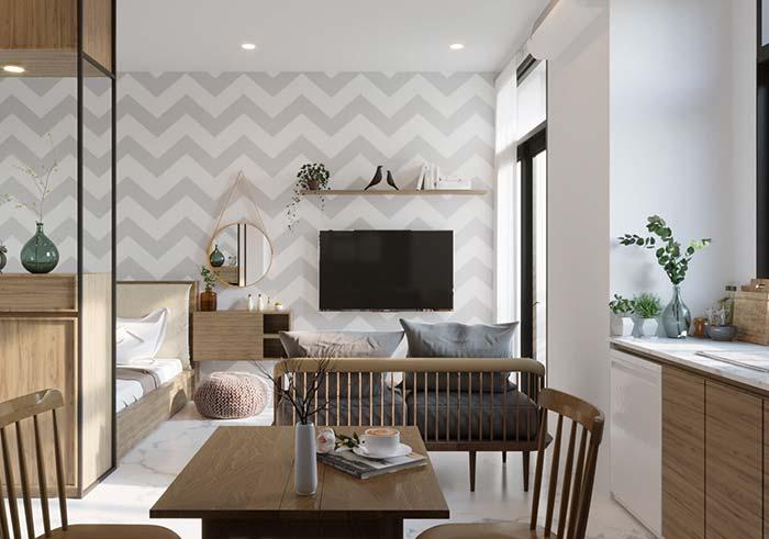 Papel de parede em zigue zague cria ilusão de continuidade e extensão para o apartamento pequeno
