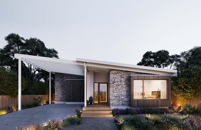 Pedras de tons variados revestem toda a fachada de casa com pedra