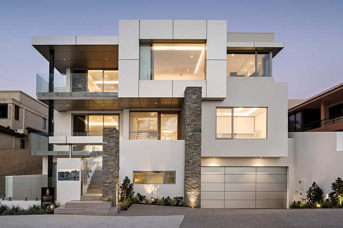 Se a ideia é usar pedras para fazer apenas um detalhe da fachada de casa com pedra, não se intimide! Aposte nessa ideia