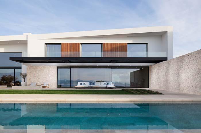 elegância das pedras brancas ajuda a compor a fachada clean dessa casa