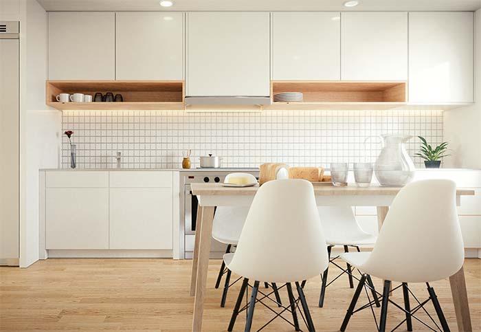 Cozinha branca com pastilhas de vidro