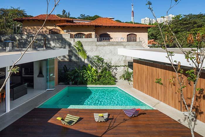 Edícula em frente a piscina é descanso e lazer dobrado e garantido