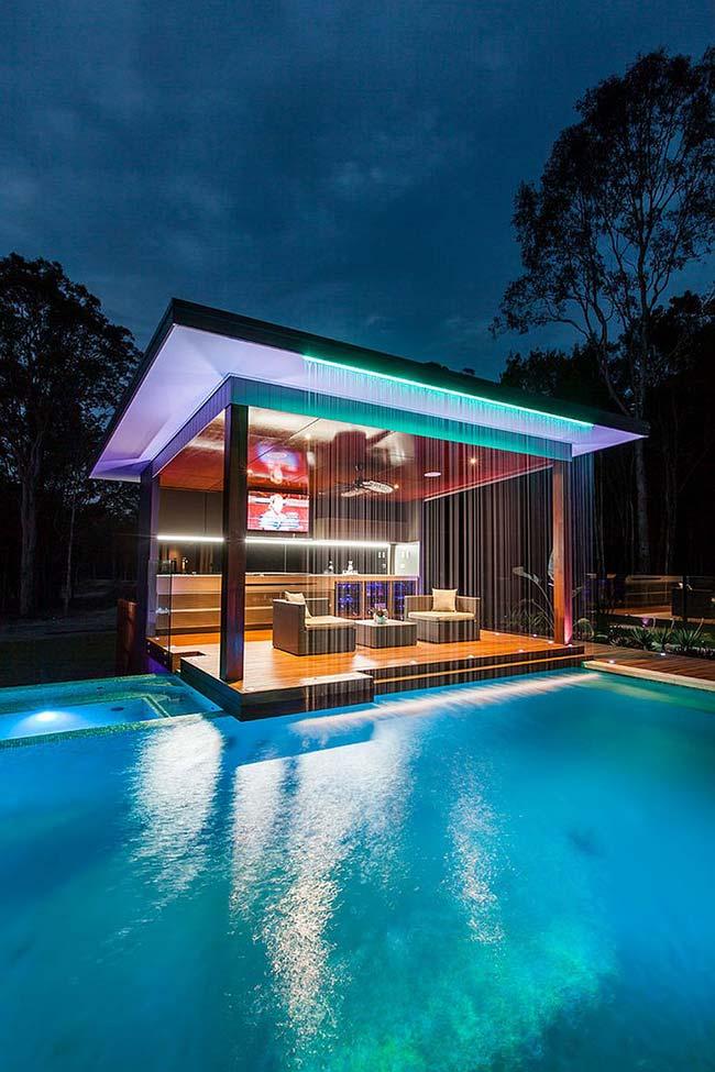 Edículas: cascata e jogo de luzes para valorizar a edícula durante a noite