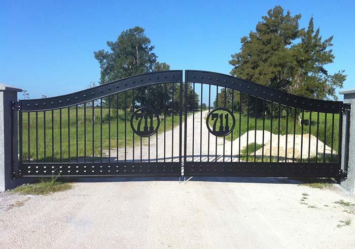 E que tal colocar o número da chácara no portão, em sua própria estrutura