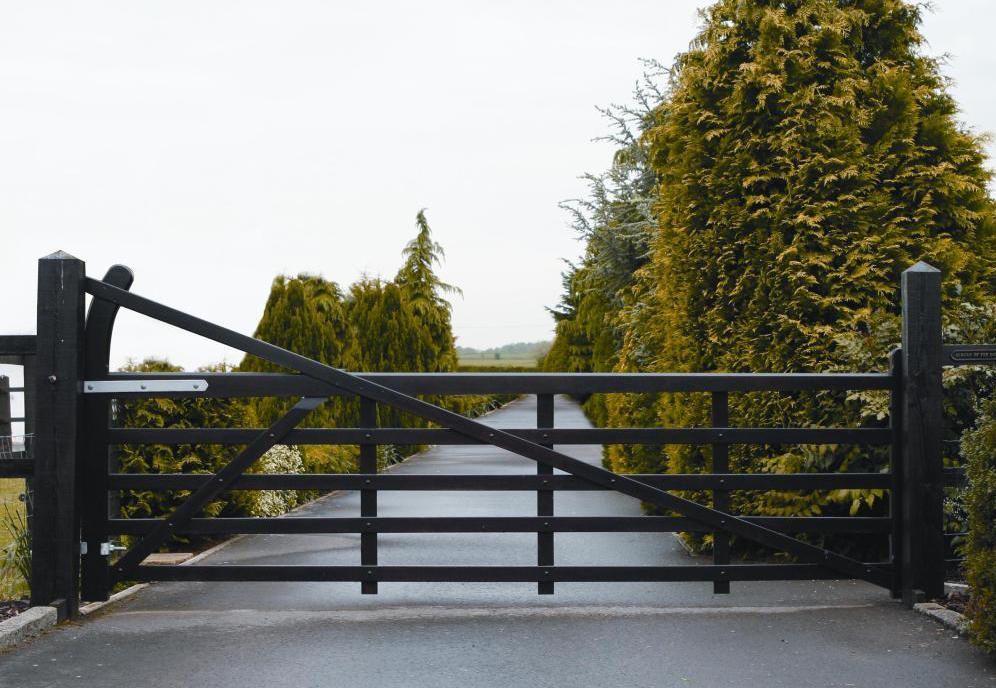 Para portões de chácara com uma folha só é importante reforçar a estrutura para que ele possa ser aberto e fechado com facilidade