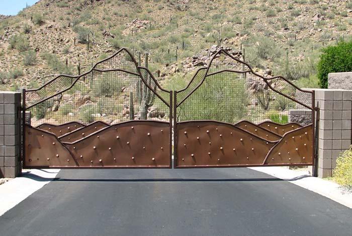 A vegetação árida foi a musa inspiradora desse portão de design diferente e original