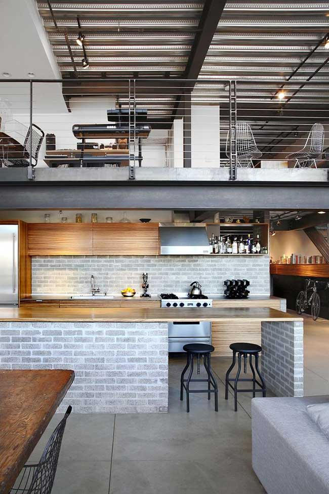 O destaque dessa casa é o telhado de zinco; característica primeira dos galpões industriais com estilo industrial