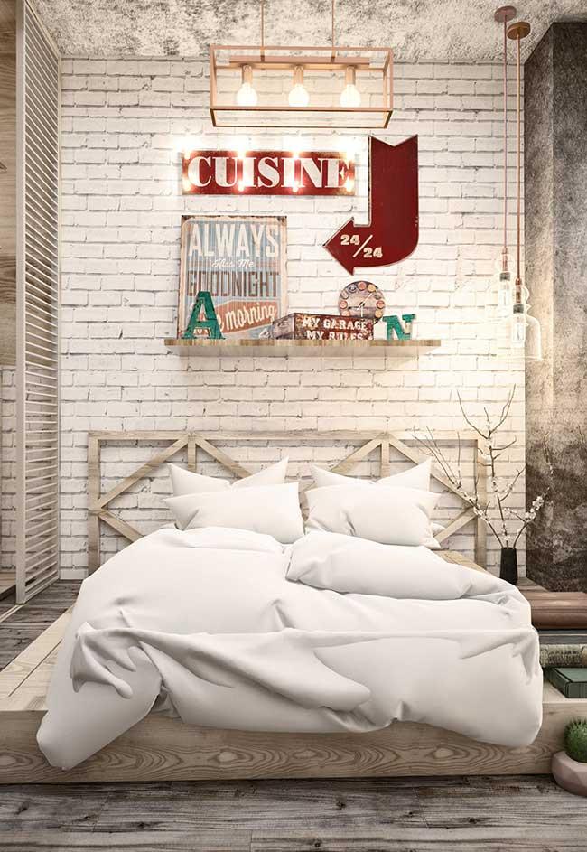 Os tons claros trazem mais suavidade e delicadeza para o quarto, sem fugir do conceito do estilo industrial