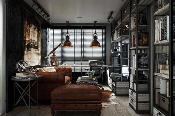 Sofá de couro de estilo clássico se destaca na decor dessa sala com estilo industrial