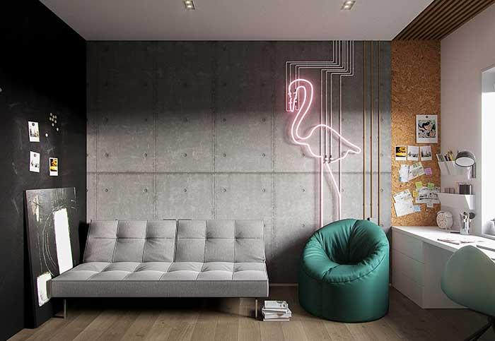 A delicadeza do flamingo realçada pelos tons escuros e sóbrios da decoração com estilo industrial