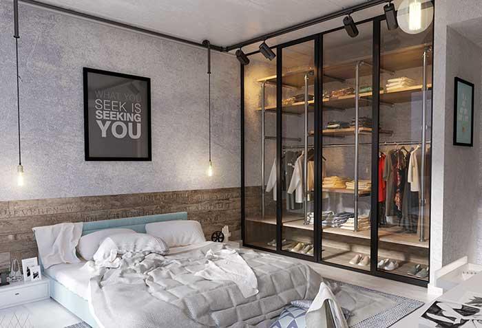 Estilo industrial: deixe o closet à mostra usando uma porta de vidro