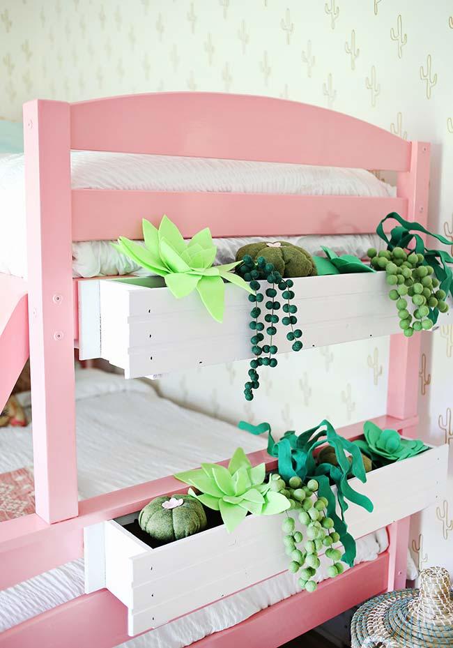 Leve um pouco de verde para o quarto das crianças com uma jardineira artesanal e plantas de tecido