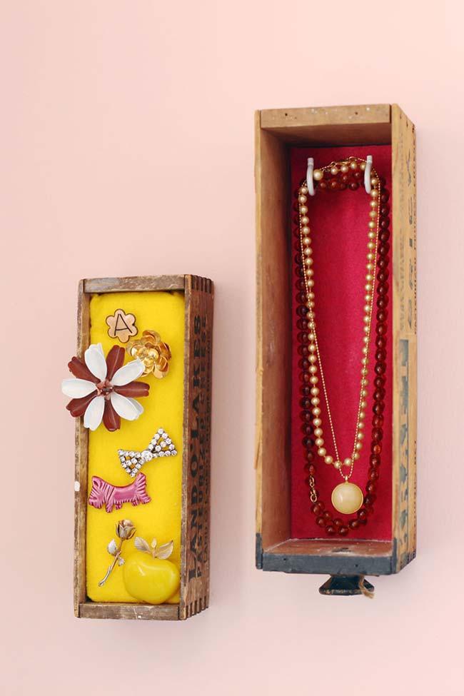 Artesanato em geral: porta bijuterias com garrafas antigas