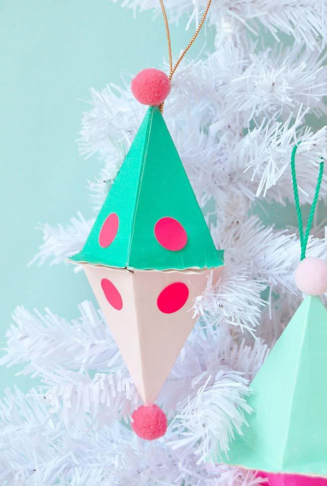 Artesanato em geral: enfeite para árvore de natal feito com material reciclável