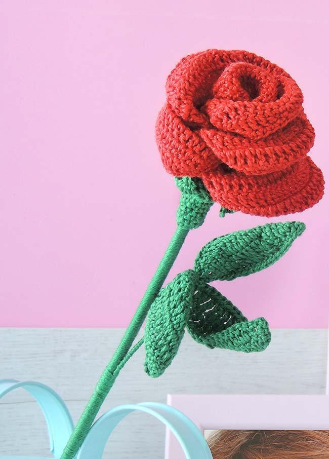 Rosa de crochê: um mimo para a decoração e uma opção delicada para presentear