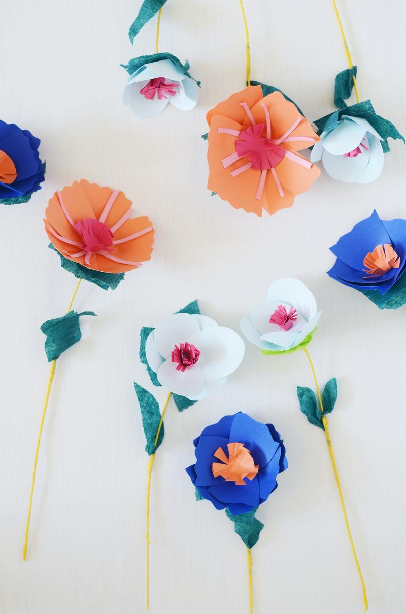 Flores variadas feitas de papel para serem usadas onde e como preferir