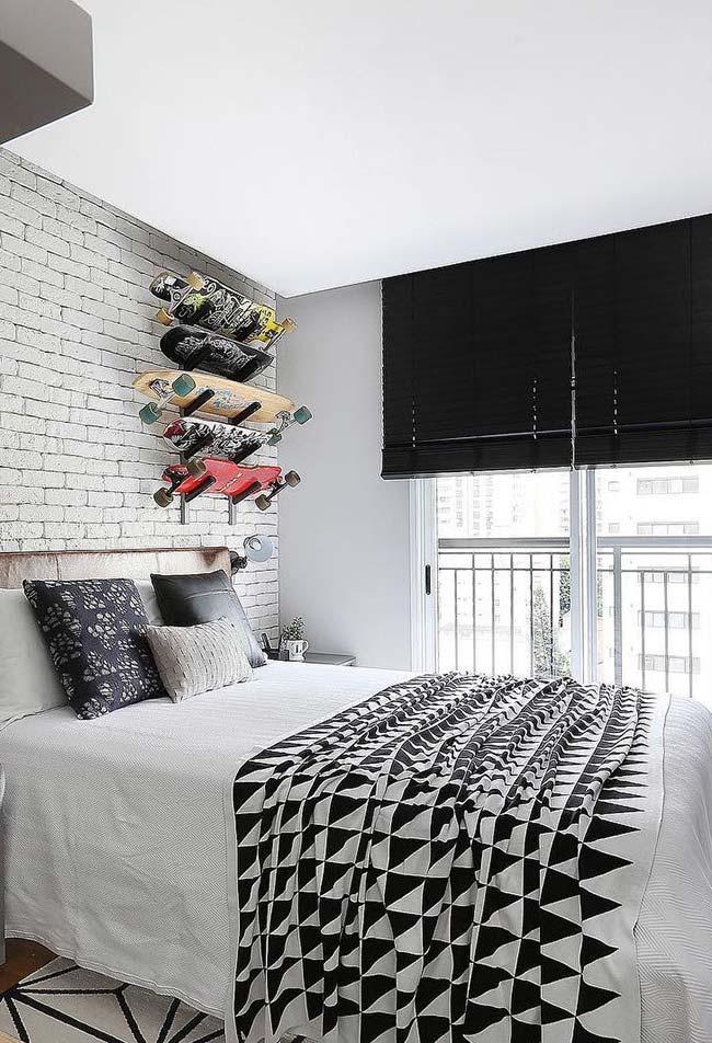 Persiana para quarto preta horizontal para um quarto de estilo jovem