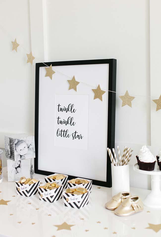 Decoração de entrada de chá de bebê simples no tema estrelas