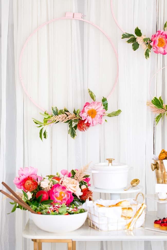 Arco de flores na decoração