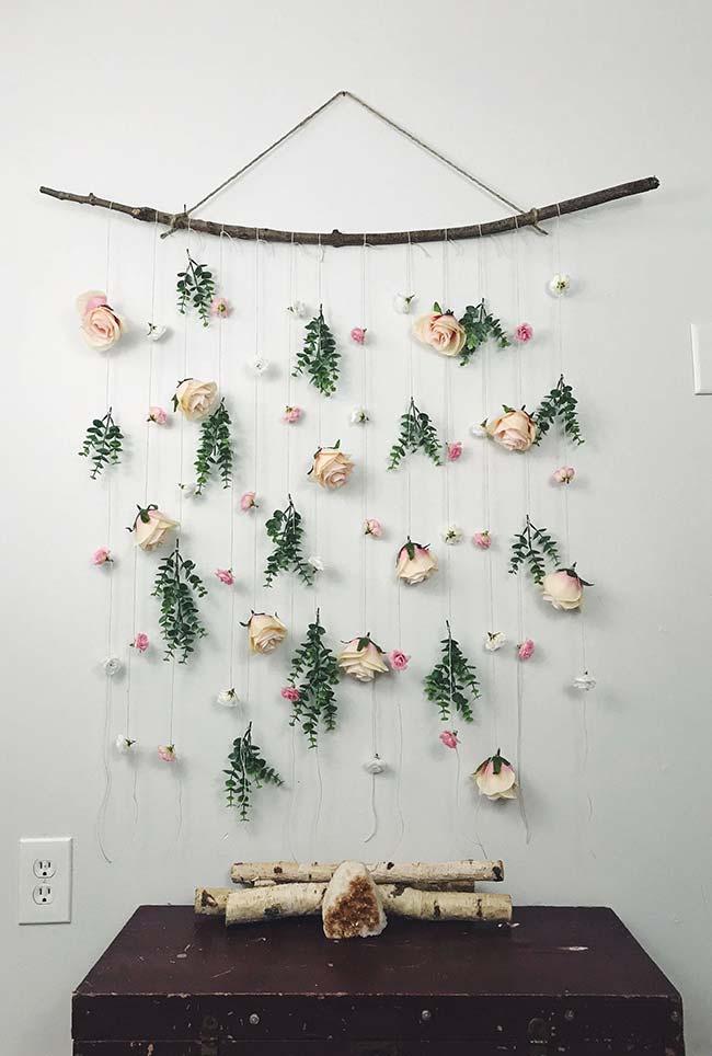 Decoração com flores: cortina rústica com botões de rosa e mini rosas