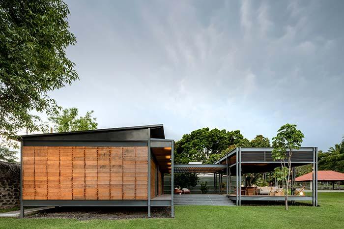 Casa pré-moldada em aço e madeira