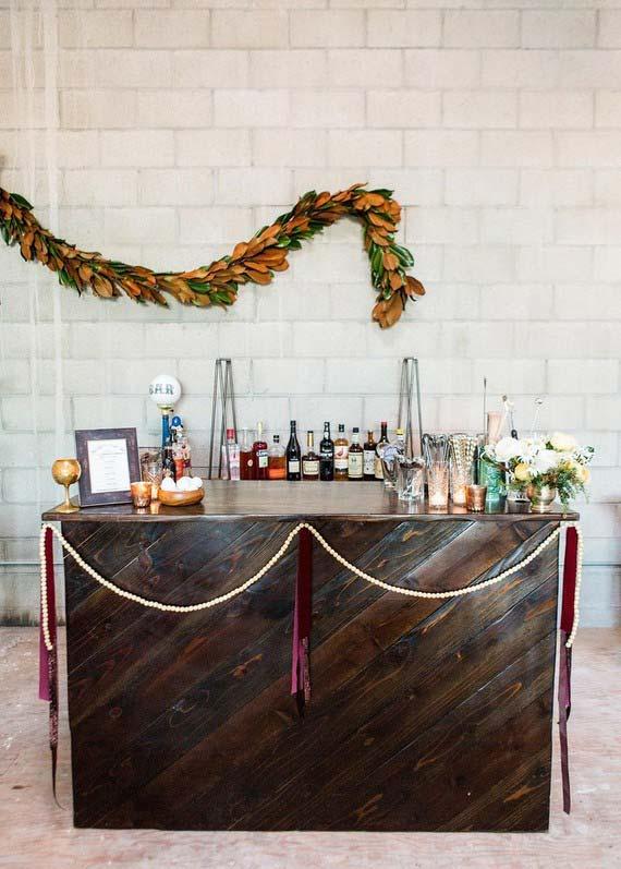 Casamento simples: aquele móvel sem uso que você tem aí na sua casa pode abrigar o bar da festa