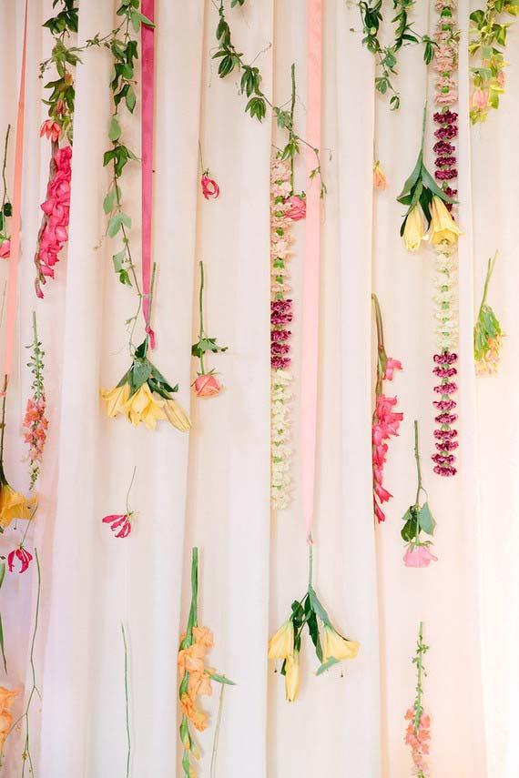 Cortina de flores para casamento simples