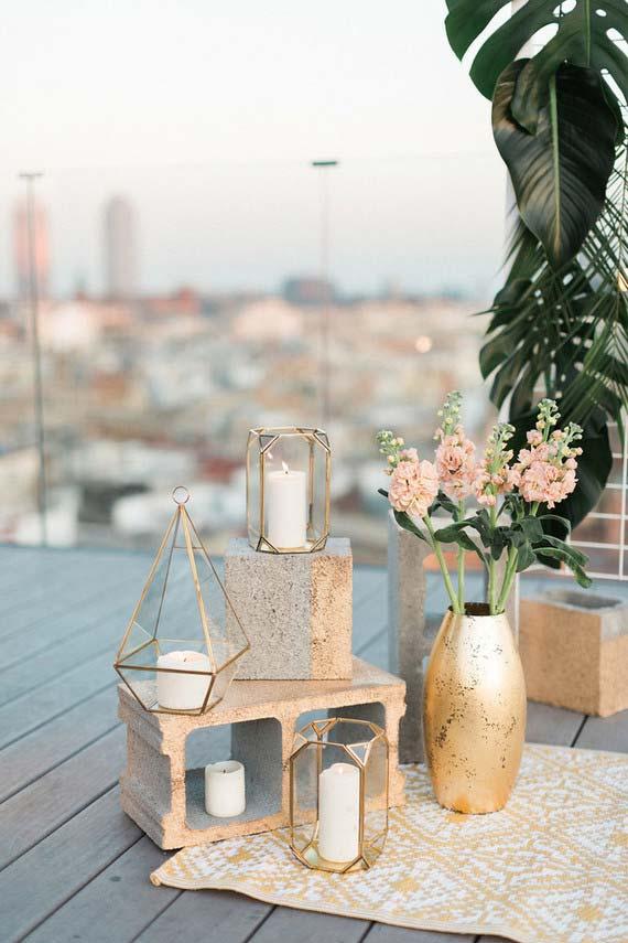 Cor dourada no casamento simples