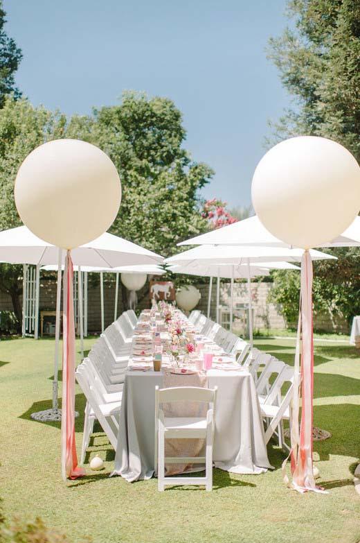 Casamento ao ar livre decorado com simplicidade