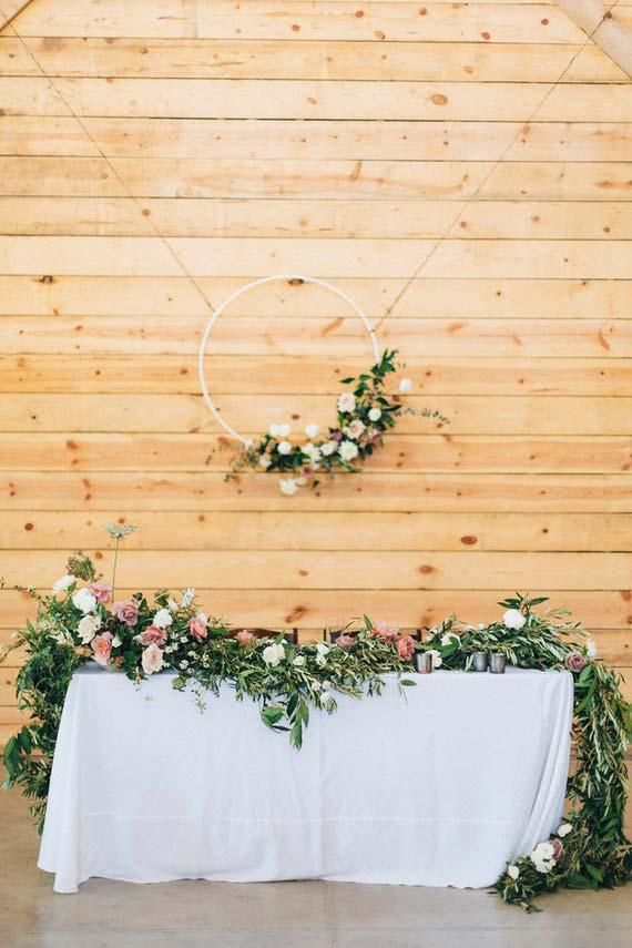 Arco de flores no casamento simples